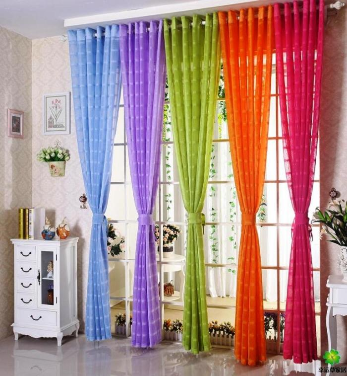 magnificient-smooth-colorful-curtain-700x757